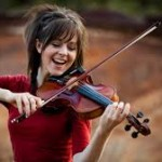 La première femme youtubeuse plus riche du monde joue du violon et danse : elle s'appelle Lindsey Stirling et totalise 6 millions de dollars.