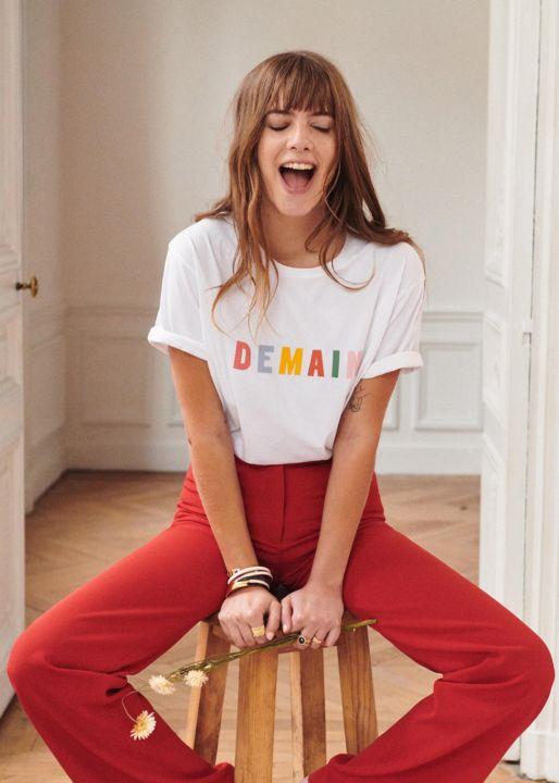 visuel du mannequin portant le tee-shirt pour l'opération solidaire de la marque de mode féminine Sezane
