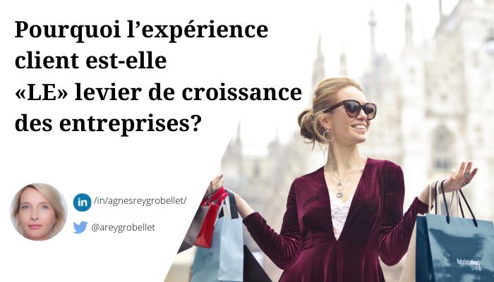 Consommatrice vivant une expérience client exceptionnelle