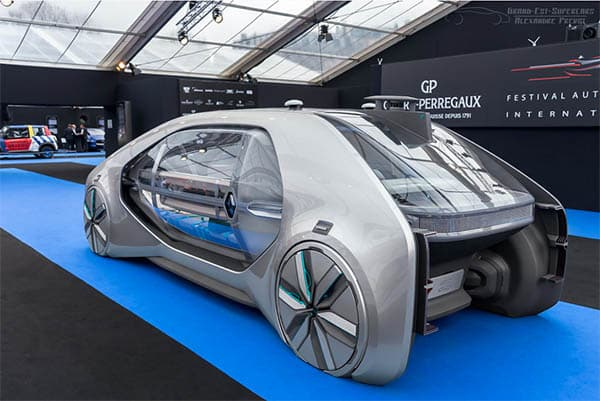 un prototype futiriste de voiture autonome renault